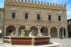 La centrale Piazza del Popolo a Pesaro
