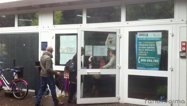L'ingresso dell'ospedale San Salvatore di Pesaro degli Ospedali Riuniti Marche Nord