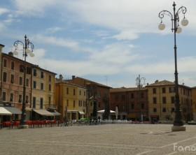 Piazza XX Settembre, la piazza principale di Fano, la Città della Fortuna in provincia di Pesaro e Urbino