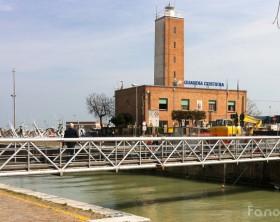 Il vecchio ponte sul porto canale di Fano che collegava Lido a Sassonia