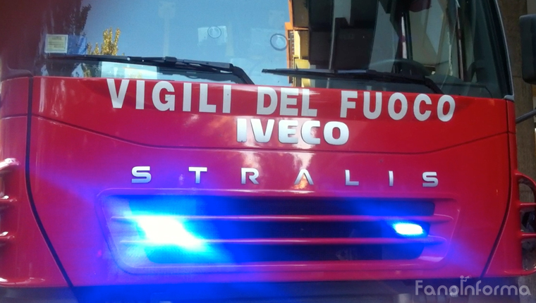 Un camion dei vigili del fuoco di Fano
