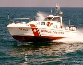 Una motovedetta della Capinaeria di Porto di Fano guidata dal comandante Fabrizio Marilli