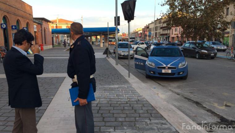 I controlli degli agenti di polizia del commissariato di Fano guidato dal dottor Stefano Seretti alla stazione ferroviaria di Fano