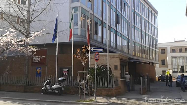 La sede della Provincia di Pesaro e Urbino in via Gramsci a Pesaro