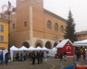 Le bancarelle di Natale in piazza XX Settembre a Fano