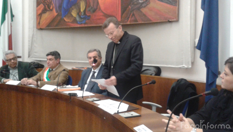 Il Vescovo Armando Trasarti di Fano legge il messaggio di Natale in Consiglio comunale