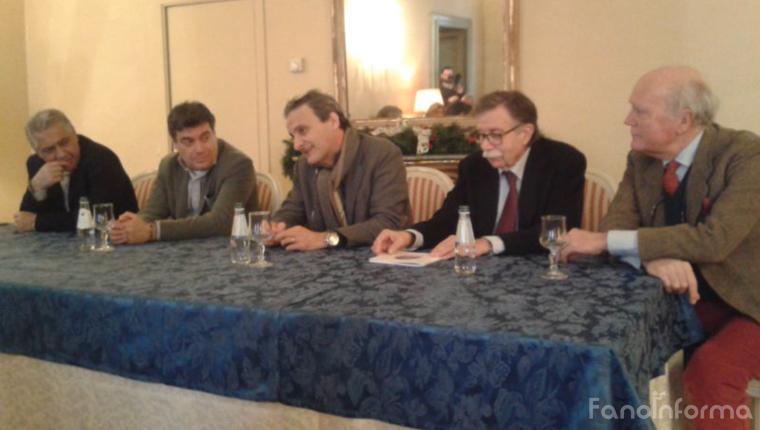 Da sinistra: Stefano Marchegiani, Massimo Seri, Paolo Clini, Fabio Tombari, Luciano Filippo Bracci, durante la conferenza del Centro Studi Vitruviani