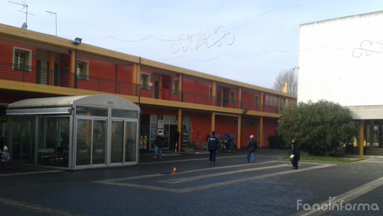 Vandali nel centro commerciale di San Lazzaro a Fano