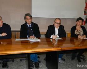 Giovanni Cappuccini, Massimo Agostini, Nicola Nardella, Cristiana Cattò durante la conferenza indetta dopo la morte di un bambino di 10 anni di Orciano a causa di una sospetta meningite fulminante