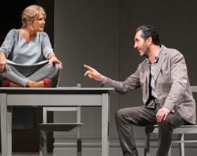 """Lella Costa e Paolo Calabresi in una scena di """"Nuda proprietà"""" al Teatro della Fortuna di Fano il 10 e 11 gennaio"""