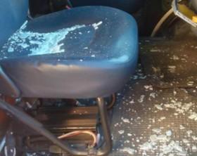 Il vetro in frantumi dell'ambulanza Antares colpita da un atto vandalico a Fano