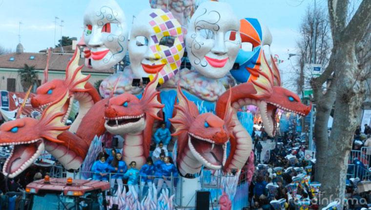 """Il carro """"La Forza delle Maschere"""" del Carnevale di Fano 2015"""