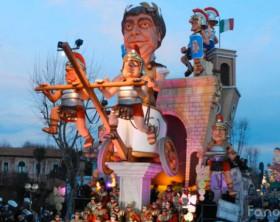 """Il carro """"Le Battaglie del Metauro"""" del Carnevale di Fano 2015"""