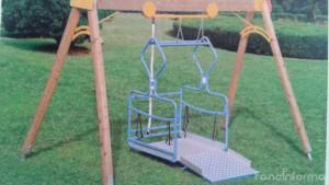 Altalena per bambini con disabilità