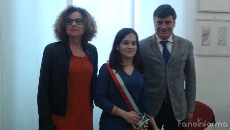 La dirigente Anna Gennari, la studentessa 'Sindaco per un giorno' Giorgia Chiara Baldarelli, il sindaco di Fano Massimo Seri
