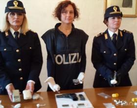 L'arma e la cocaina trovate nell'abitazione del 35enne albanese residente a Fano