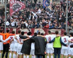 i saluti dell'Alma Juventus Fano ai tifosi al Mancini di Fano