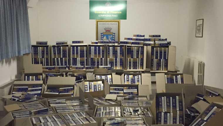 Le sigarette sequestrate a Fano dalla guardia di finanza