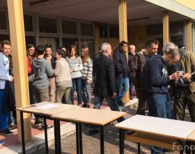 Gli studenti del liceo scientifico Torelli di Fano osservano l'eclissi di sole