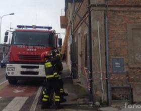 Un intervento dei vigili del fuoco in viale Adriatico a Fano