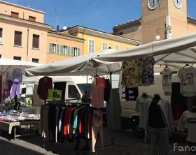 Il mercato di Fano in piazza XX Settembre