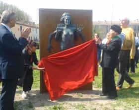 L'inaugurazione del monumento ai partigiani a Fano