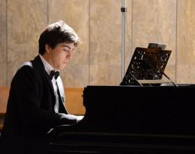 il pianista daniele defilippis al teatro della fortuna per i concerti di mezzogiorno