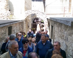 La delegazione fanese in visita a Castelvecchio Calvisio