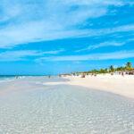 Una spiaggia di Cuba, meta dei viaggi di Pasqua per molti abitanti di Fano