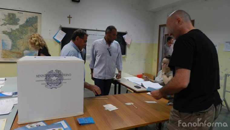 Elezioni: cittadini al voto