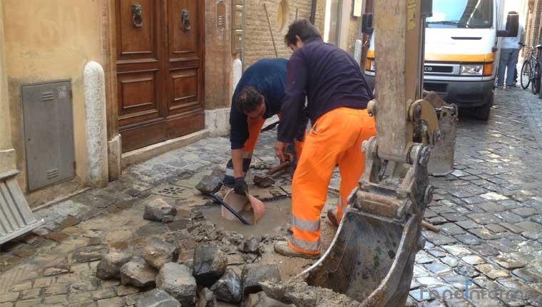 Lavori all'acquedotto comunale in centro storico a Fano