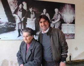 Livia Zampa, 94 anni, di Santa Maria dell'Arzilla con l'assessore Biancani del Comune di Pesaro