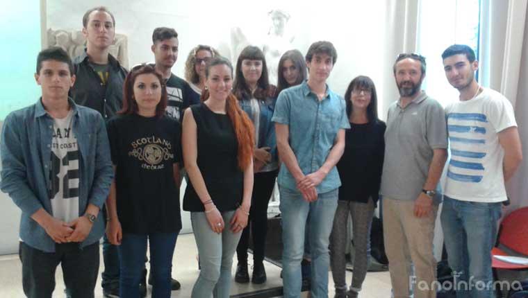 Studenti, docenti e dirigente scolastico del Polo scolastico 3 di Fano che hanno collaborato a Comenius Race