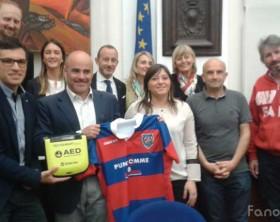 La donazione del defibrillatore al Fano Rugby