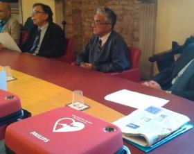 La Fondazione Carifano consegna dei defibrillatori alle scuole della città