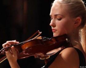 La violinista Anastasiya Petryshak protagonista dei Concerti di Mezzogiorno del Teatro della Fortuna di Fano