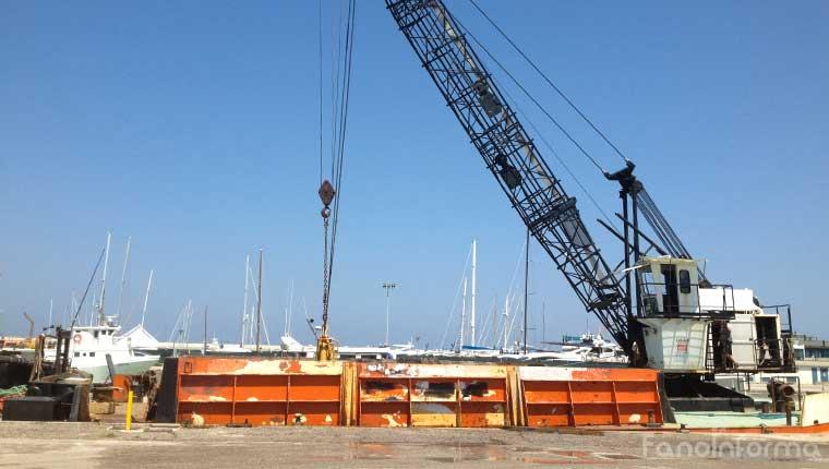 I lavori di dragaggio del porto di Fano