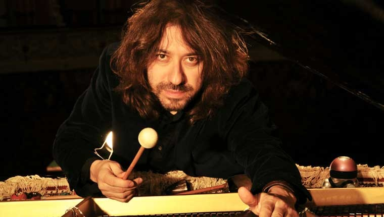 Il pianista Mario Mariani si esibirà a Fosso Sejore, tra Pesaro e Fano durante la Notte Rosa