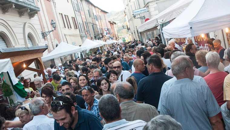 La Fiera del Tartufo di Pergola, provincia di Pesaro e Urbino, Marche
