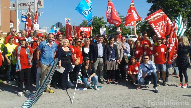 Lo sciopero dei dipendenti Auchan Fano