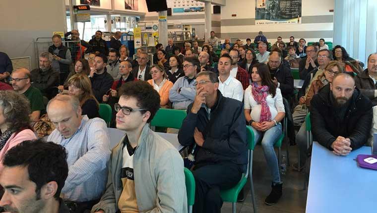 Il publico presente, ieri al PesceAzzurro di Fano all'incontro con Paola Taverna del Movimento a 5 Stelle