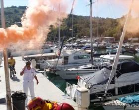 L'esercitazione antincendio e antinquinamento delle forze dell'ordine al porticciolo turistico di Vallugola di Pesaro