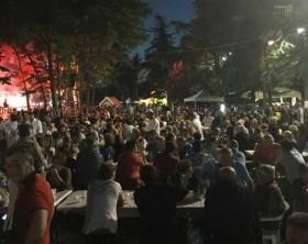 il pubblico della Festa del Fagiano e della Fragola a Fenile di Fano