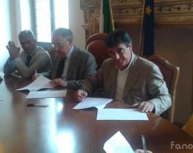La firma del protocollo d'accoglienza migranti di stamattina in Prefettura