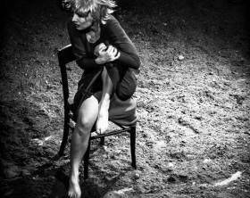 """Lo spettacolo teatrale """"Cronaca di un amore rubato"""" con Federica Di Martino, tratto da """"L'amore rubato. Cronaca di una violenza di gruppo"""" di Dacia Maraini sabato 11 luglio a San giorgio di Pesaro per Ville e Castella - @ph Sergio Menga"""