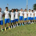 Il gruppo dei nuovi giocatori insieme ai ragazzi della Juniores dell'Alma