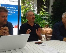 Giovanni Belfiori e Cesare Carnaroli di Passaggi Festival insieme all'assessore del Comune di Fano Stefano Marchegiani