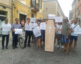 i commercianti che protestano
