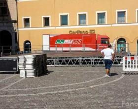 Un mezzo dell'Orchestra Bagutti in piazza XX Settembre a Fano
