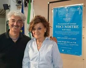 """Stefano Sorcinelli e Annamaria Abbruzzetti, presidente dell'Associazione Culturale Marchigiana """"Voci Nostre"""""""